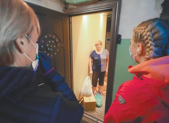 Россияне начали забирать стариков из домов престарелых