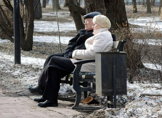 В Минздраве рассказали, кто заражает пожилых россиян коронавирусом