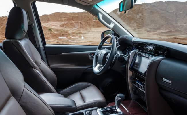 Обновленную Toyota Fortuner сфотографировали без камуфляжа