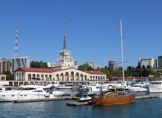 В Сочи открыли пляжи, но туристов нет: отельеры рассказали об усталости
