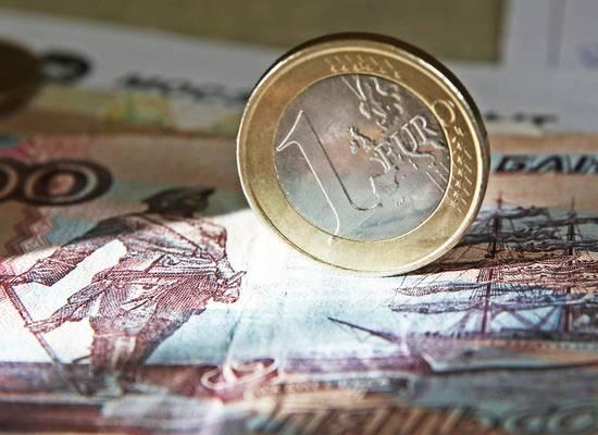 Из-за падения рубля эксперты посоветовали покупать определенные вещи