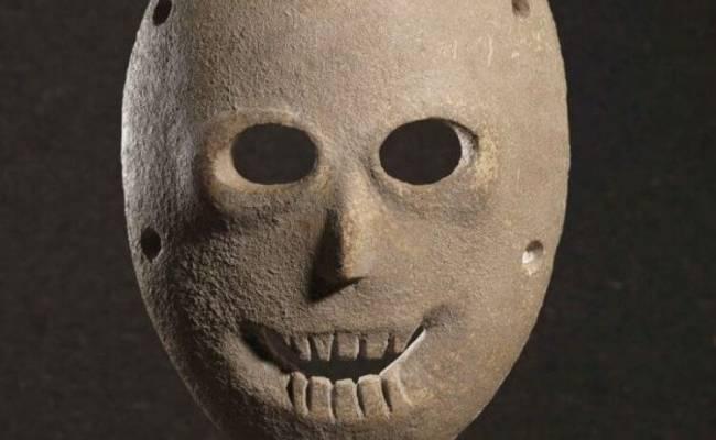 Как выглядели самые первые маски в истории?