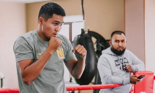 «Сосредоточен». Казахстанский боксер с титулом WBC проводит тренировки в Нур-Султане