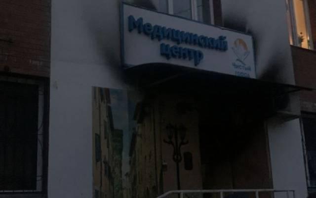 Под Оренбургом при пожаре в частном доме погибли три человека