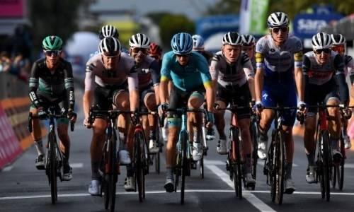 «Нам откровенно не повезло». Лидер «Астаны» объяснил провал на «Джиро д'Италия»