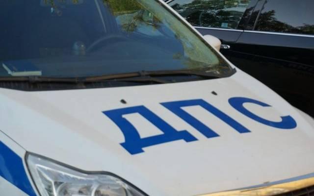 В Подмосковье автомобиль врезался в дерево, погибли два человека