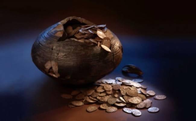 Где люди хранили деньги до появления банков?