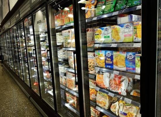 В Китае на замороженных продуктах обнаружили живой коронавирус