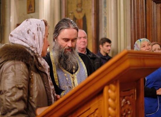 В РПЦ призвали врачей пускать священников к «коронавирусным» больным