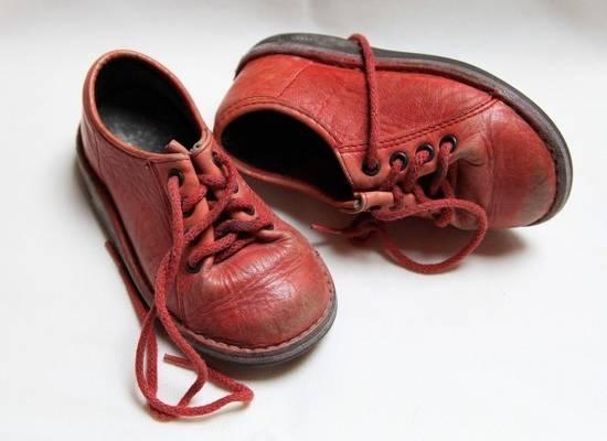 Эксперты рассказали, сколько должны весить детские ботинки