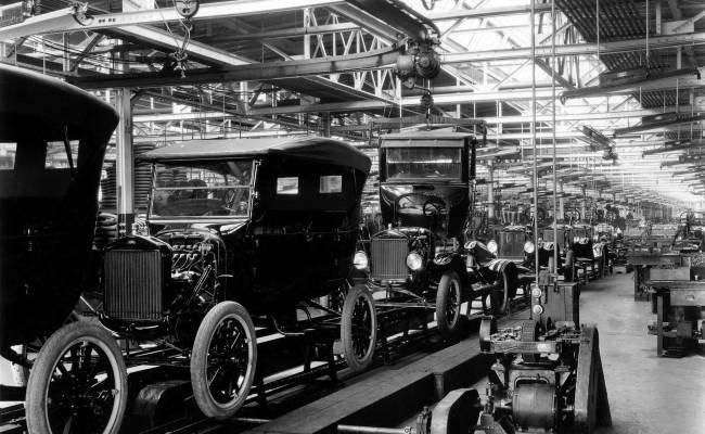 Ford не откажется от людей при производстве автомобилей