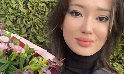 Сабина Алтынбекова показала интригующее фото с цветами после предложения Куата Хамитова