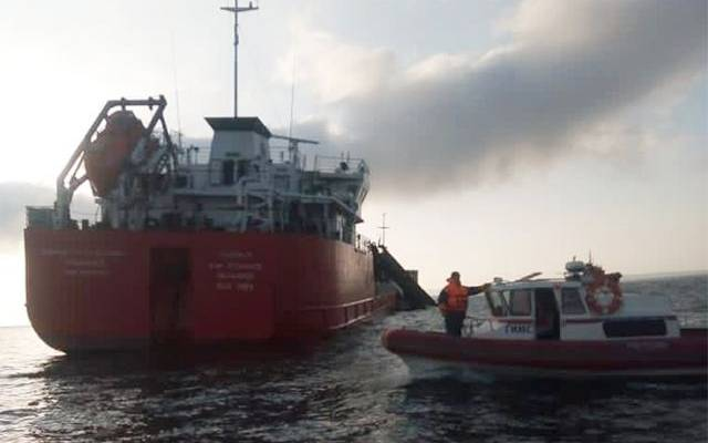 Спасатели завершили операцию на месте взрыва на танкере в Азовском море
