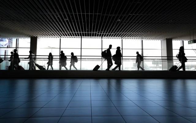 Из-за найденного младенца в аэропорту Катара пассажиркам провели медосмотр