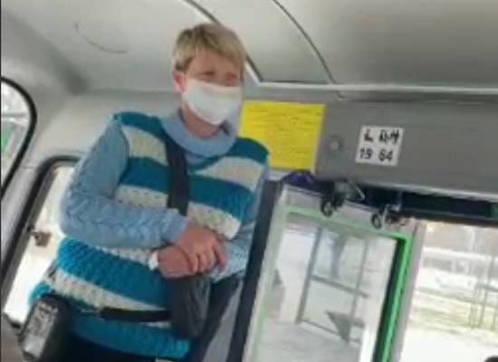 """""""Масочные идиоты"""": пенсионерка без маски устроила скандал в автобусе"""