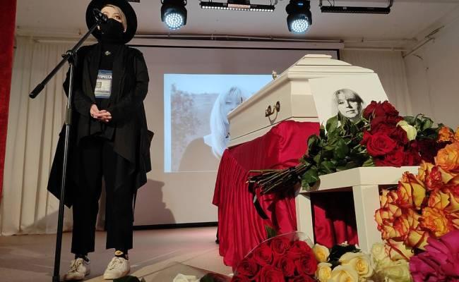 Муж погибшей журналистки Славиной впервые рассказал о трагедии