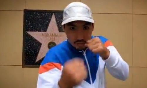 Жанибек Алимханулы показал бой с тенью возле звезды Мохаммеда Али в Голливуде. Видео
