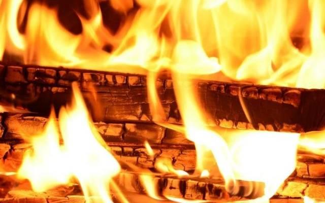 В Красноярском крае при пожаре в частном доме погибли мать и пятеро детей