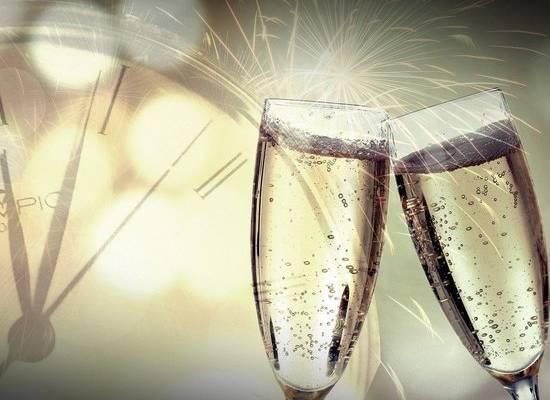 Россиянам посоветовали не пить шампанское в новогоднюю ночь