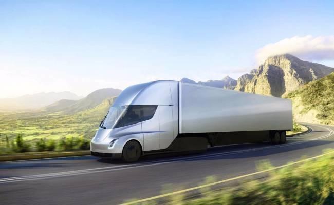 Серийный электротрак Tesla Semi сможешь проезжать на одной зарядке до 1000 км