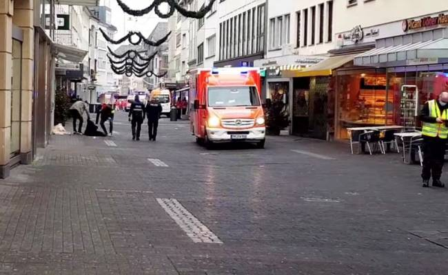 Что известно о водителе, наехавшем на пешеходов в Трире, и его мотивах?