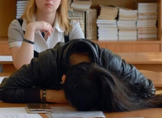СМИ: с российских школьников начали требовать деньги за домашние задания