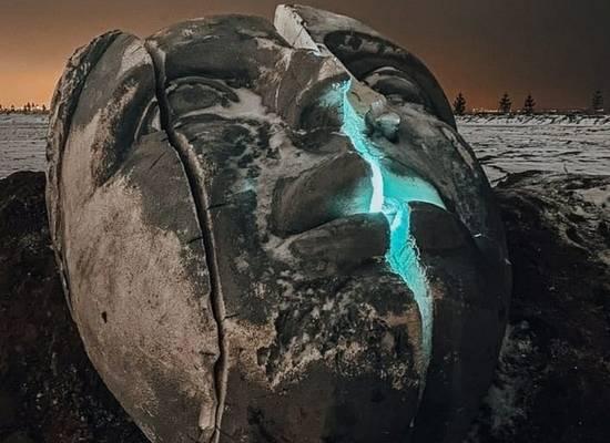 На пустыре в Петербурге нашли гигантскую голову