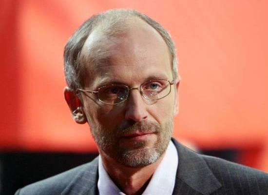Телеведущий Александр Гордон слег в больницу с коронавирусом