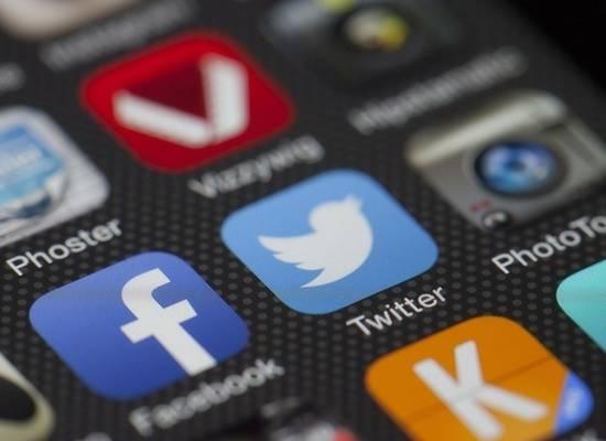 Twitter заблокировал «аккаунт верховного лидера Ирана» за угрозы Трампу
