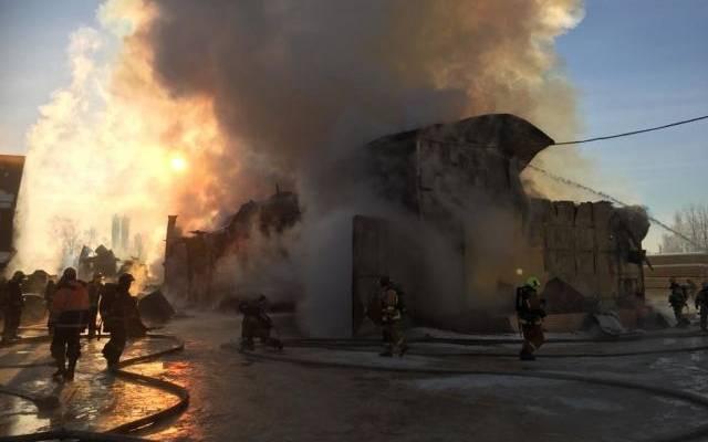 В Петербурге локализован крупный пожар на складе