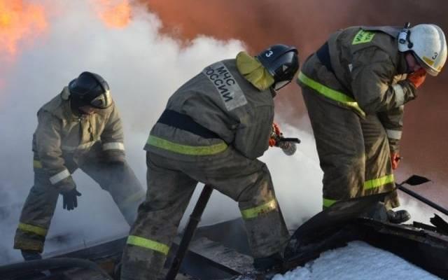 В Красноярске локализован пожар на складе ГСМ