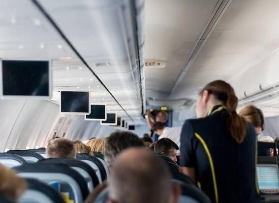 Минтранс попросили обязать авиакомпании бесплатно вносить правки в билеты