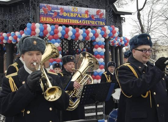 """""""Молодая гвардия"""" поздравила ветеранов словами """"слава вам нанеки"""""""
