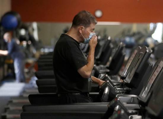 Исследование оценило риски ношения маски от коронавируса в спортзалах