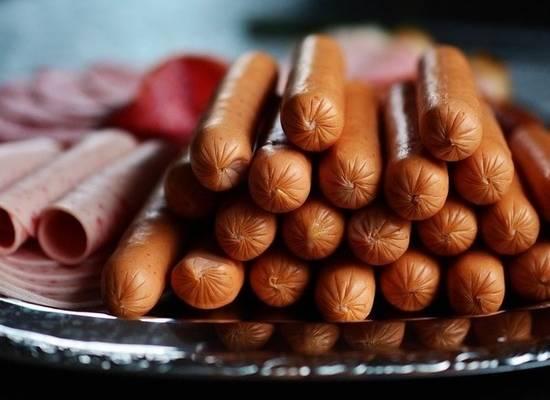 Онколог предостерег от употребления колбасы: может быть вреднее сигарет