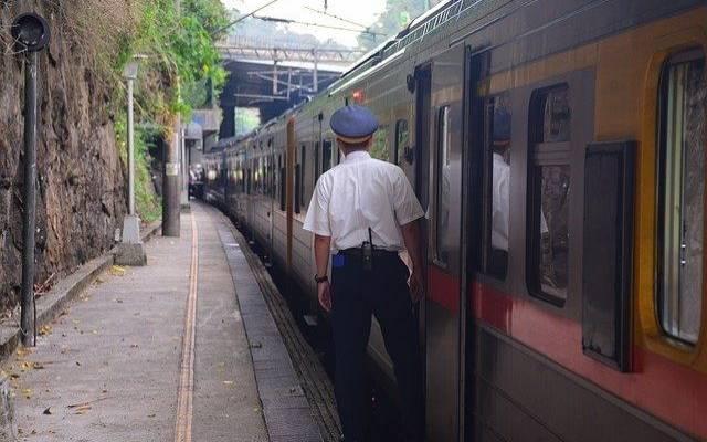 На востоке Тайваня сошел с рельсов пассажирский поезд