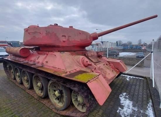 Сельский житель много лет хранил в хозяйстве настоящий танк