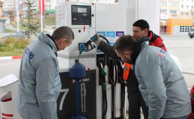 Антимонопольщики спросили у владельцев АЗС, почему растут цены на бензин