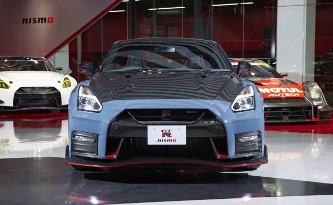 Nissan представил GT-R Nismo 2022 года: больше карбона и новый цвет