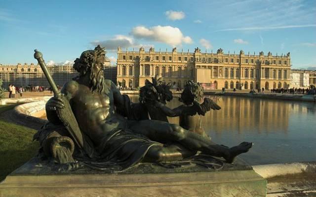 В Версале обезвредили 250-килограммовую авиабомбу времен ВОВ