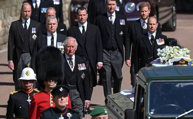 На похоронах Филиппа Елизавета II столкнулась с безжалостным одиночеством