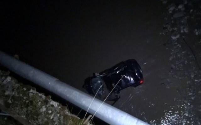 В Приморском крае автомобиль упал в реку