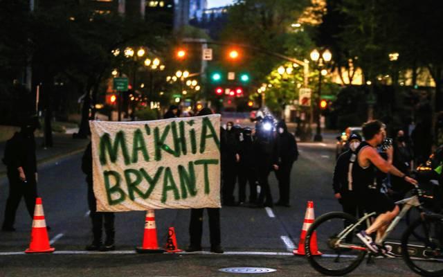Что за история с убийством в США 16-летней афроамериканки Макайи Брайант?