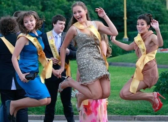 Выпускные в российских школах решили провести очно