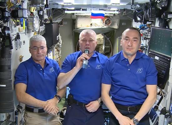 Космонавты с борта МКС поздравили жителей Земли с Днем Победы
