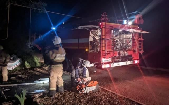Пожарные локализовали крупное возгорание в жилом доме в Крыму