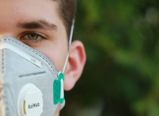 В России за сутки заболели коронавирусом 9 694 человека