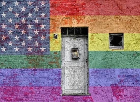 CNN: Пентагон не разрешил вывешивать флаг ЛГБТ над военными базами