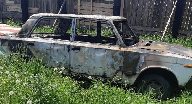В Хакасии пьяный водитель во время задержания поджог свою машину