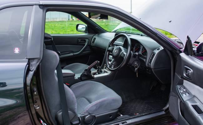Классический Nissan GT-R в потрясающем фиолетовом цвете продают за $253 000